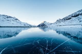 adventure-blue-calm-waters-300857.jpg